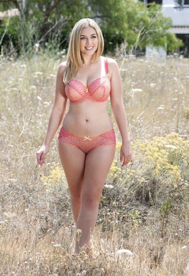 Laura Wells  nackt